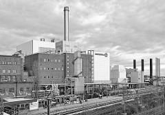Kraftwerk Moabit in Berlin, Blick von der Putlitzerbrücke -  Schwarz Weiß Fotografie.