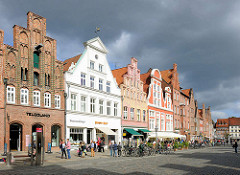 Historische Giebelhäuser - Platz am Sande; Architekturbilder der Hansestadt Lüneburg.