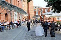 Strassencafé und Promenade bei der Abtsmühle in Lühneburg.