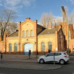 Backsteingebäude / Eingang Justizvollzugsanstalt Plötzensee.