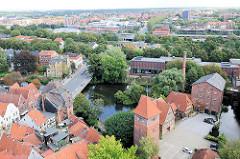 Luftaufnahme von Lüneburg - Ilmenau und Mühlengebäude.