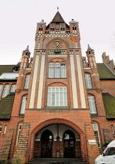 Torturm / Eingangsportal des 1908  fertiggestellten Schulgebäudes / Wilhelm Raabe Gymnasium in der Hansestadt Lüneburg.
