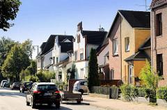 Wohnhäuser - Doppelhäuser mit unterschiedlicher Fassadengestaltung in Lüneburg.