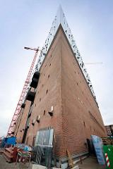 Spitze des Gebäudes der Elbphilharmonie / ehem. Kaispeicher in der Hamburger Hafencity.