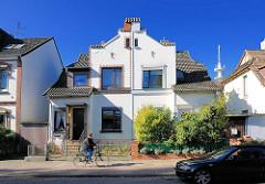 Wohnhaus - Doppelhaus mit unterschiedlicher Fassadengestaltung in Lüneburg.