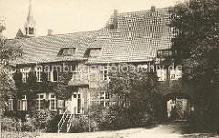 Historisches Foto vom Kloster Lüne - ehemaliges Benediktinerinnenkloster und heutiges evangelisches Damenstift in Lüneburg; gegründet 1172 - nach einem Großbrand 1380 in Backsteingotik wieder aufgebaut.