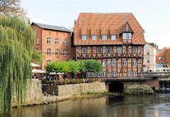 Historisches Gebäude der Lüner Mühle / Alte Ratsmühle aus dem Jahr 1597; Ilmenau Hafen..