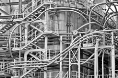 Rohrleitungen - Industriearchitektur in Hamburg Hammerbrook.