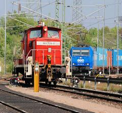 Diesellok / Lokomotive 295 100-2 auf dem Güterbahnhof Alte Süderelbe