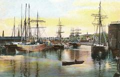 Historische Ansicht vom Hafen in Harburg - Segelschiffe, Frachtschiffe am Kai; Tuckerboot / Barkasse in Fahrt.
