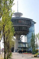 Gebäude / Stellwerk von Europas größtem Containerbahnhof Alte Süderelbe in Hamburg Altenwerder.