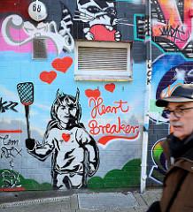 Buntes Graffiti in der Talstrasse auf Hamburg St. Pauli - Heart Breaker.