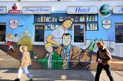 Wandmalerei an einer Hotelfassade / Kneipe; Fotos aus Hamburg St. Pauli.