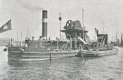 Historischer Dampfbagger auf der Elbe vor Hamburg, ca. 1885. Der Kettenbagger kann bis zu 10,5m unter dem Wasserspiegel arbeiten und kann bei 10 Arbeitsstunden ca. 3000 m³ Baggergut abtragen, da in den beiliegenden Schuten geladen wird.