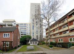 Seniorenwohnanlage in Hamburg St. Georg - Hochhaus, Verwaltungsgebäude am Steindamm in Hamburg St. Georg.