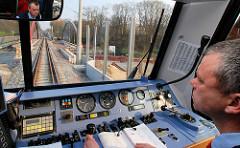 Führerstand Triebwagen auf der Hamburger Güterumgehungsbahn in Hamburg Rothenburgsort.