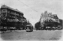 Blick vom Steintorplatz in den Steindamm von Hamburg Sankt Georg - Strassenbahnen und Pferdekutsche.