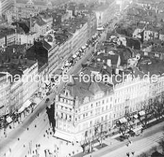 Alte Luftaufnahme von Hamburg St. Georg - Blick auf den Steindamm; Geschäfte mit Markiesen.