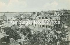 Historisches Panorama - Blick über die Dächer und Bädervillen von Sassnitz zur Ostsee.