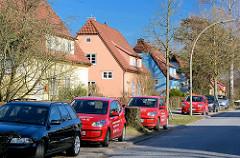 Farbig gestaltete Fassaden - Einzelhäuser der Schumachersiedlung in Hamburg Langehorn.