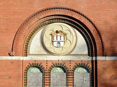 Hamburgwappen am Fenster der leerstehenden Anstaltskirche der Ochsenzoller Anstalten / Irrenanstalt - Allgemeines Krankenhaus Ochsenzoll.