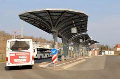 Busbahnhof Sassnitz mit modernem Dach.