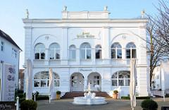 Villa Salve; ehem. Sommersitz der Gräfin Kreis, erbaut 1900. Fotos der Bäderarchitektur im Ostseebad Binz.