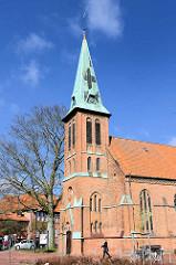 Kirchturm, St. Paulus Kirche in Buchholz; erbaut 1892 - Architektur typischer norddeutscher Backsteinbau.