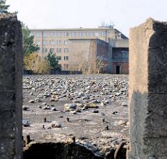 Verlassene Gebäude, Fundamente - KdF Ferienanlage Prora auf Rügen / Ostsee.