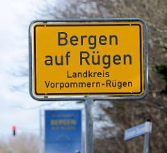 Ortsschild Bergen auf Rügen, Landkreis Vorpommern-Rügen.