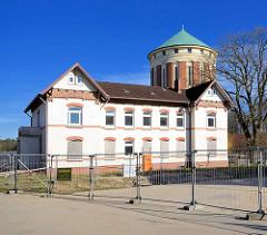 Baugelände am ehem. Allgemeinen Krankenhaus Ochsenzoll im Hintergrund der Wasserturm.