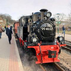 Dampflokomotive 99 4652  auf dem Bahnhof Binz - die Schmalspur-Schlepptenderlokomotive wurde restauriert und ist ab März 2015 wieder auf der Strecke der Rügenschen Kleinbahn fahrbereit.