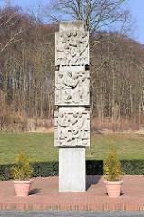 Denkmal für die Opfer des Faschismus, Hauptstrasse von Sassnitz / Rügen. Errichtet 1973 - Entwurf  vom Bad Doberaner Bildhauer Reinhard Schmidt (1917-1980)