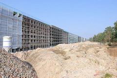 Umnutzung der ehem. KdF-Ferienanlage Prora / Binz an der Ostsee - Eigentumswohnungen und Ferienwohnungen entstehen - Baustellen an dem unter Denkmalschutz stehenden langen Gebäude.