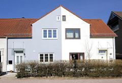 Doppelhaus im Hamburger Stadtteil Bahrenfeld - unterschiedliche Farbgebung in der Fassadengestaltung.