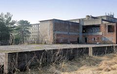 Verlassene Gebäude, Fundamente - KdF Ferienanlage Prora auf Rügen in der Ostsee.