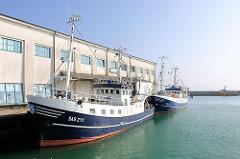 Kutter der Fischfangflotte im Fischereihafen der Hafenstadt Sassnitz auf der Ostseeinsel Rügen.