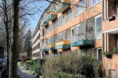 Mehrstöckige Wohnhäuser im Hamburger Stadtteil Hamburg Hamm - Balkons in der Sonne