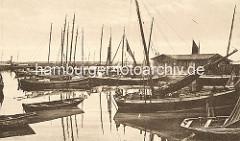 Historisches Motiv vom Fischereihafen in Sassnitz - Fischerboote aus Holz.