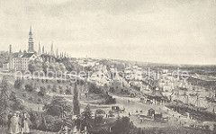 Blick auf den Niederhafen von Hamburg ca. 1880 - die Landungsbrücken am Elbufer sind erweitert worden, ein Schaufelraddampfer hat am Landungssteg angelegt, Pferdekutschen fahren vor. Das alte Fährhaus ist abgerissen.