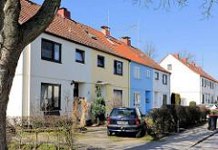 Einstöckige Wohnhäuser in der Ebertallee im Hamburger Stadtteil Bahrenfeld. die Häuser gehören mit zur Architektur der sogen. Steenkampsiedlung, die als Gartenstadt nach dem ersten Weltkrieg angelegt wurde. Die Steenkampsiedlung entstand in drei Baua