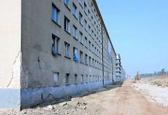Umnutzung der ehem. KdF-Ferienanlage Prora / Binz an der Ostsee - Eigentumswohnungen und Ferienwohnungen entstehen - Baustellen an dem denkmalgeschützen Gebäude.