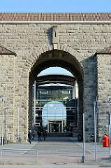 Eingang Asklepios Klinik Nord / Heidberg - ehem. Kaserne der Waffen-SS.