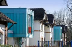 Alt + Neu - historische Wohnhäuser, moderner Neubau - Architektur in Hamburg Langenhorn.