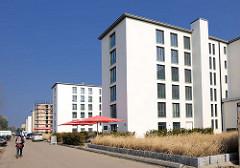 Sanierte, restaurierte Gebäude in der ehem. KdF-Ferienanlage Prora - Cafe und Eigenturmswohnungen.