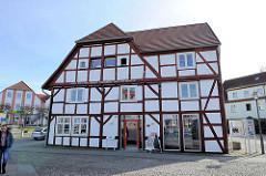 Historisches Fachwerkhaus am Markt von Bergen - ältestes Haus der Stadt, erbaut 1538.
