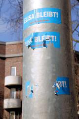 Aufkleber ELISA bleibt an einem Laternenmast. Das historische Backstein-Ensemble ELISA in Hamburg Hamm war Ausdruck der Hamburger Architektur der 1920er Jahre in der Ära des Oberbaudirektors Fritz Schumacher.