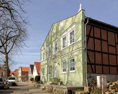 Altes Wohnhaus in Bergen - Fachwerkgebäude mit Putzfassade.