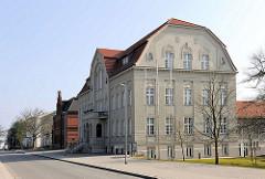 Rathaus von Sassnitz / Insel Rügen - 1910 als Warmbad und Gemeindehaus  erbaut / Architekt Gustav Bär.