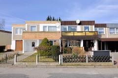 Doppelhaus mit unterschiedlicher Fassadengestaltung - Wohnhäuser in der Strasse Granitzblick in Bergen auf Rügen.